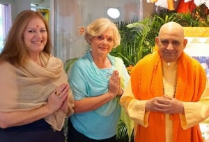 With Swami Jyotirmayananda & Divyajyoti (Patty DiFazio) at Yoga Research Foundation