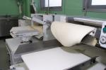 fase preparazione  pasta con macchinario industriale
